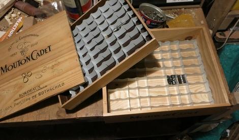 boite cases pour vis et autre petits objets ranger par dneis sur l 39 air du bois. Black Bedroom Furniture Sets. Home Design Ideas