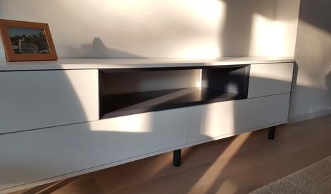 Pas pas meuble tv chester 2 par schijfke sur l 39 air for Meuble tv bel air 2