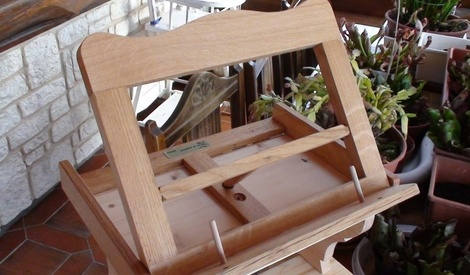 repose livre et petit marche pieds a 2 marches par besusbois60 sur l 39 air du bois. Black Bedroom Furniture Sets. Home Design Ideas