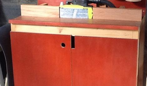 meuble pour ponceuse a bande par woodandcrafts sur l 39 air du bois. Black Bedroom Furniture Sets. Home Design Ideas