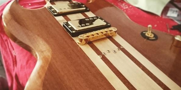 Guitare SG manche conducteur