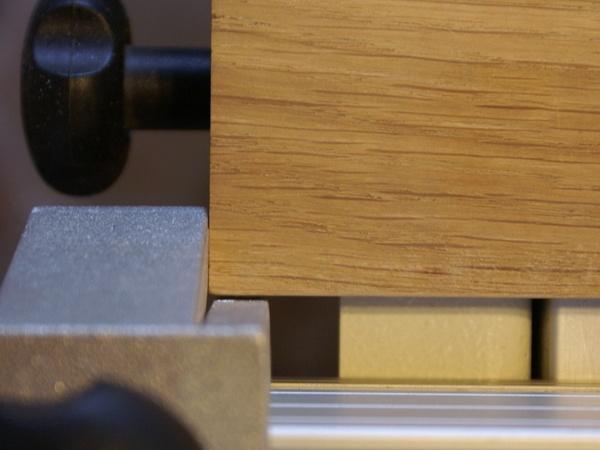 La pièce de bois ne touche pas la butée si elle est placée d'équerre