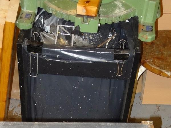 L'ancien support sac poubelle et scie