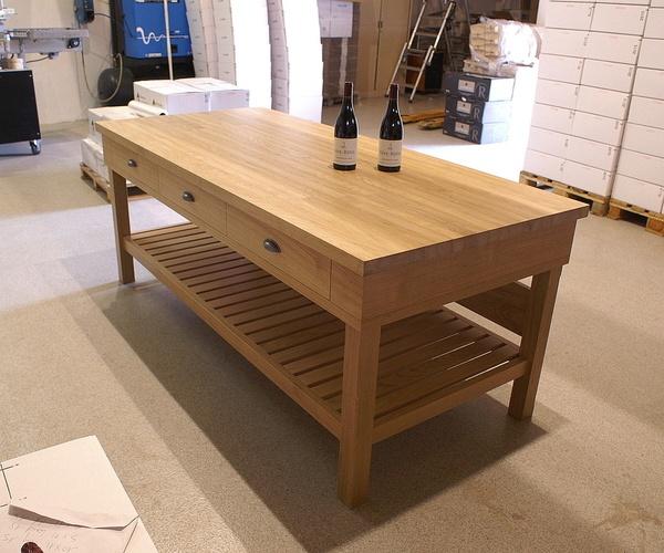 Table de dégustation de vin en chêne massif 3 tiroirs