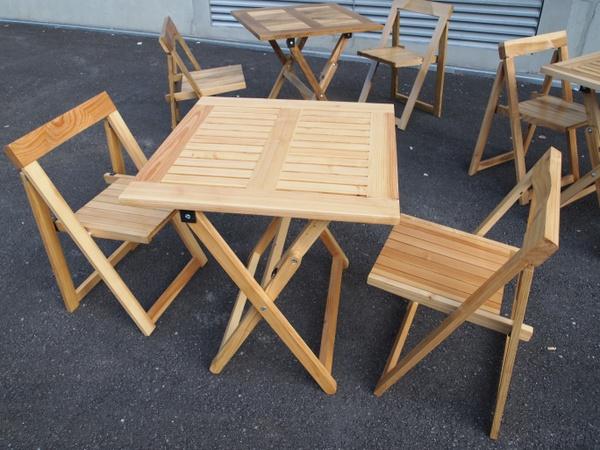 Tables et chaises pliantes entropie par entropie sur l 39 air for Chaise norvegienne