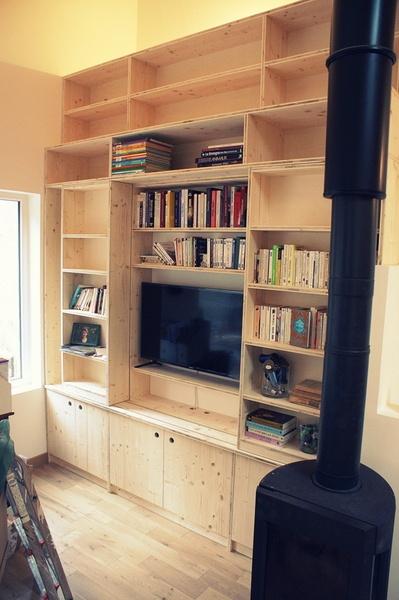 Bibliothèque ouverte (TV visible)