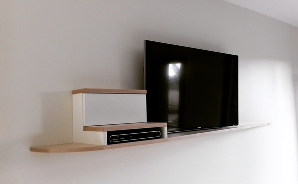 meuble tv suspendu par slick sur l 39 air du bois. Black Bedroom Furniture Sets. Home Design Ideas