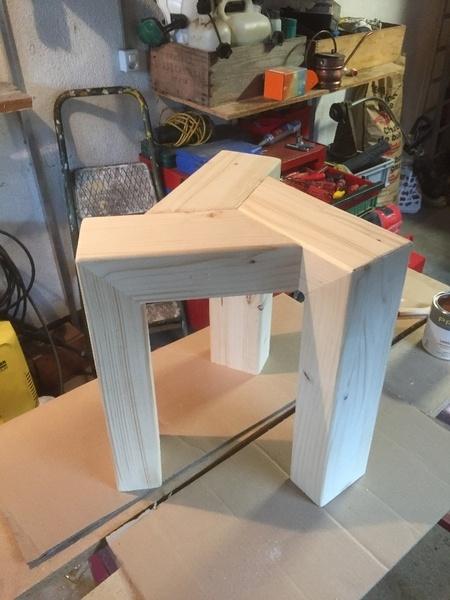Tabouret en bois un peu design