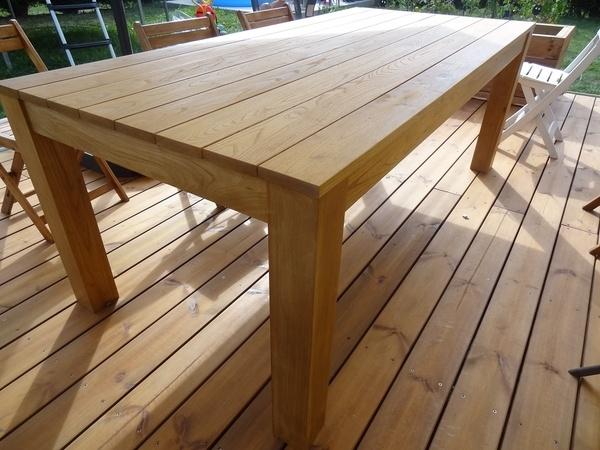 Une Table de Jardin