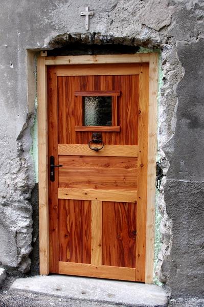 Porte d 39 entr e d 39 une vieille maison en m l ze par marc73 for Restaurer une vieille porte en bois
