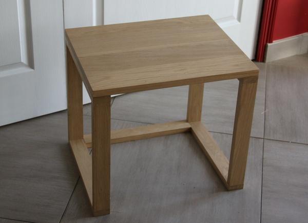 Une table d'appoint en chêne