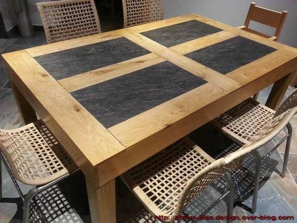 Table de séjour avec incrustation céramique aux reflets argent