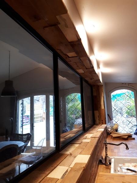 encadrements de fen tre en bois de r cup ration par. Black Bedroom Furniture Sets. Home Design Ideas