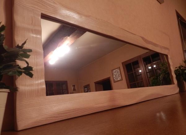 Un miroir avec des formes