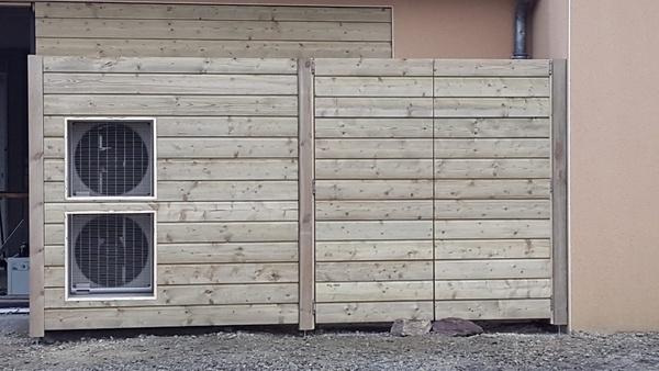 dissimuler une pompe chaleur et les poubelles par satemorej sur l 39 air du bois. Black Bedroom Furniture Sets. Home Design Ideas