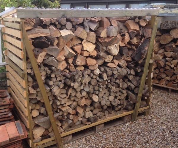 Rangement bois chauffage fabriqué en palette.