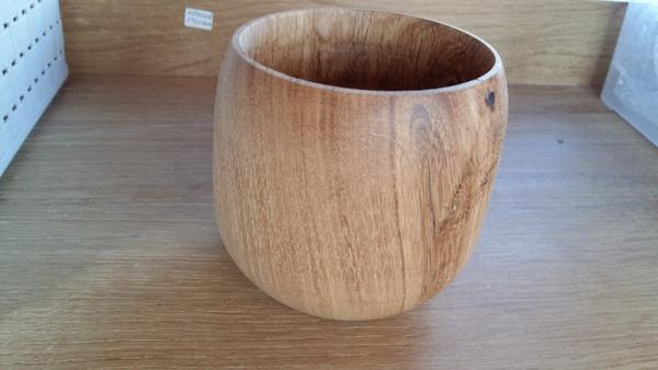 Un  bol tourné en bois de pressoir à raisins