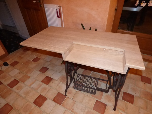 Table pour machine à coudre