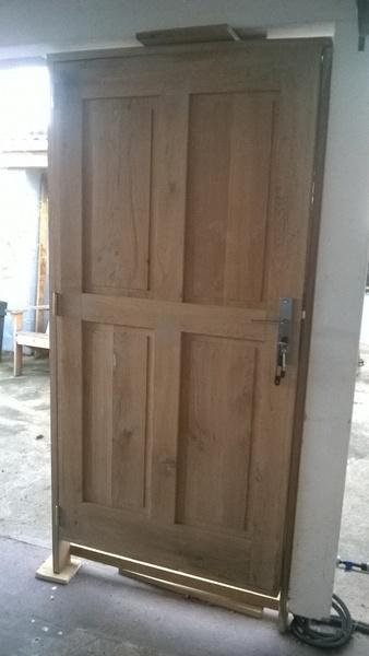 Porte en chêne pour une remise