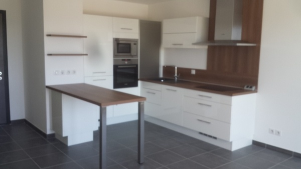 cuisine pour un appartement de location par woodworker74 sur l 39 air du bois. Black Bedroom Furniture Sets. Home Design Ideas