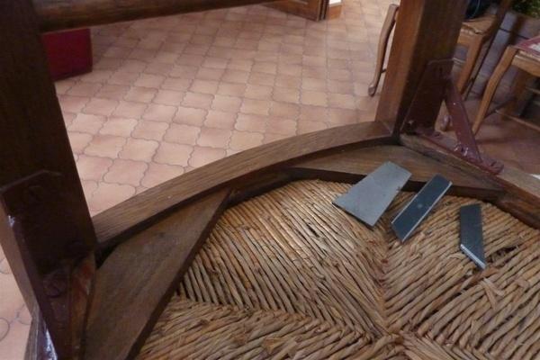 Rentorts metal sur chaises bois