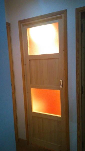 Porte coulissante des toilettes par johannes sur l 39 air du bois - Porte coulissante toilette ...