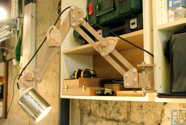 lampe d 39 atelier par pierrotonthemoon sur l 39 air du bois. Black Bedroom Furniture Sets. Home Design Ideas
