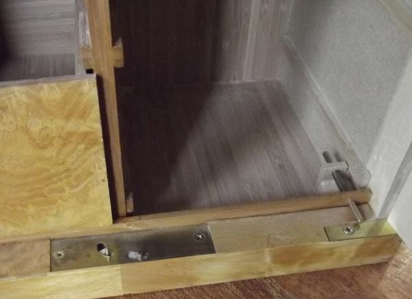 Petit meuble à tiroirs- fermeture