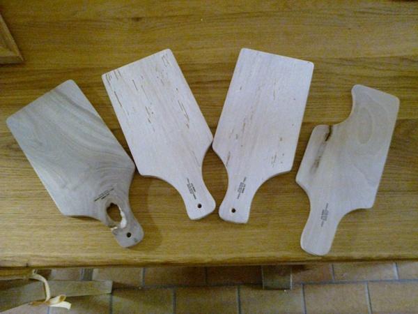 Planchette a saucisson,dessous de plat,spatule et cuillère en bois