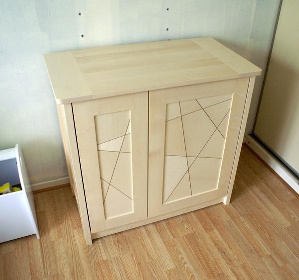 Petite armoire deux portes asymétriques