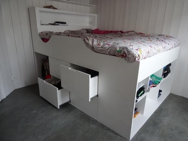 lit deux place haut avec rangements par slick sur l 39 air du bois. Black Bedroom Furniture Sets. Home Design Ideas