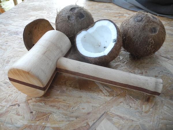 Casse noix de coco par peiot sur l 39 air du bois - Casse noix en bois ...