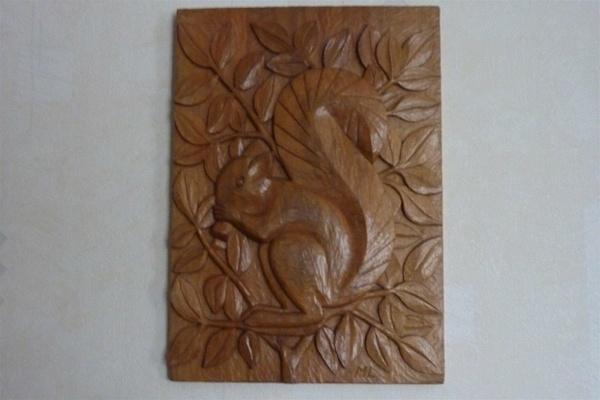 Bas relief : ecureuil
