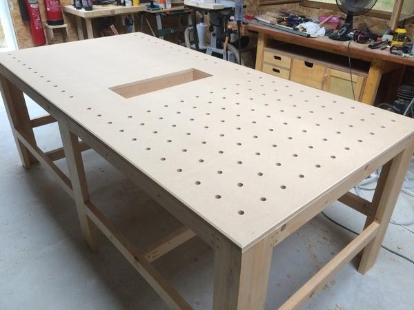 une grande table de travail pour mon atelier par quattro47 sur l 39 air du bois. Black Bedroom Furniture Sets. Home Design Ideas
