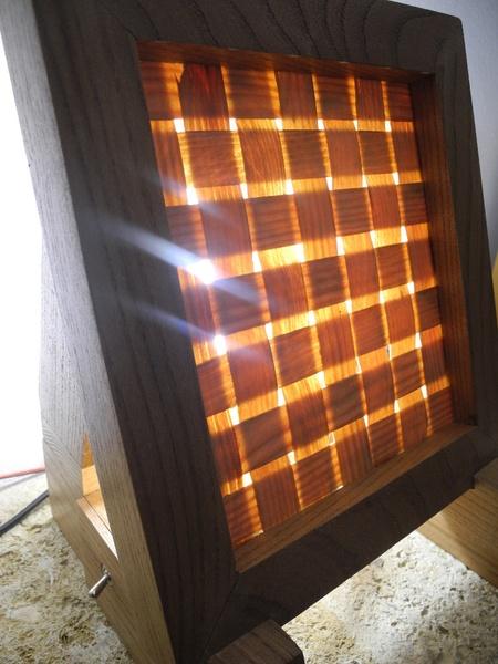 Lampe en bois tissé