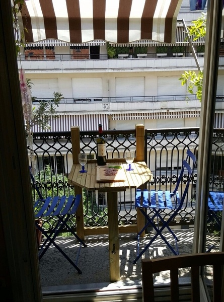 Table De Balcon Par Zan Sur L Air Du Bois