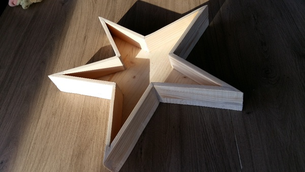 Un plateau étoilé et quelques questions de découpe d'angles